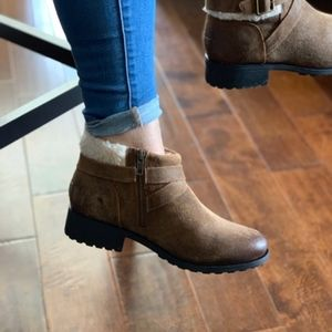 f7d2f997f52 UGG Benson ankle boots new in box NWT